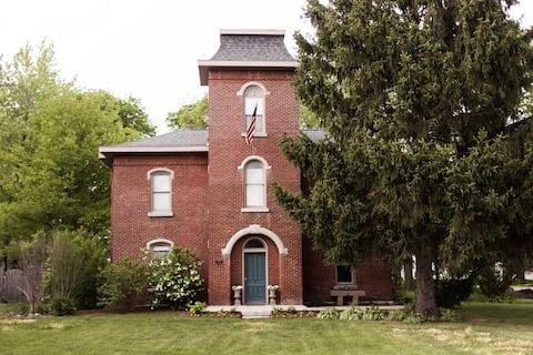 ザ・キャッスルハウス/1870ブリック・イタリアネート・ホーム