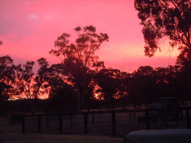Country family retreat and iconic bush hospitality - Bailieston