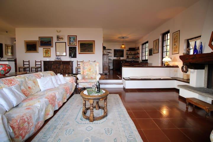Villa charme, quiet  and view lake Maggiore
