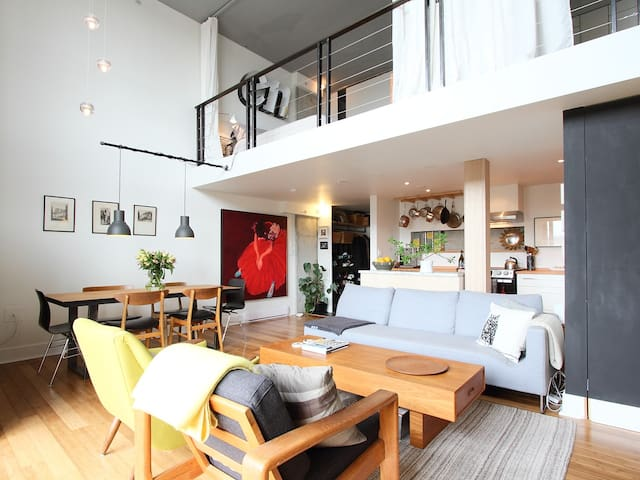 SUB-PENTHOUSE: 2-LEVEL DOWNTOWN LOFT (SHARED ROOM) - Vancouver - Loft