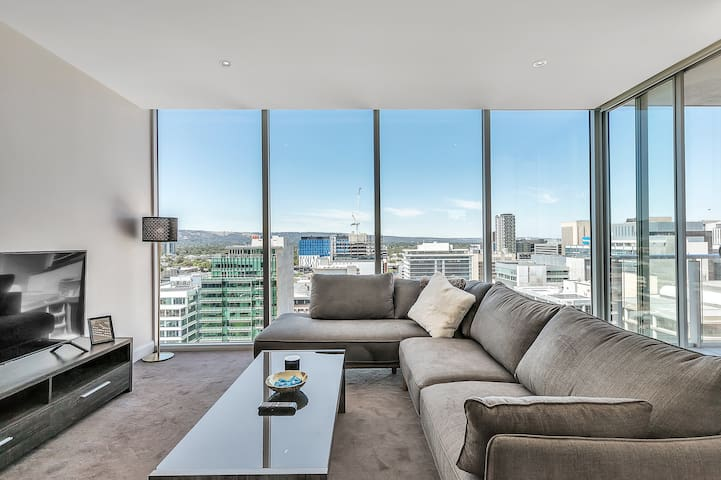 LUXURY CONDO in heart of CBD - Perfect for fringe