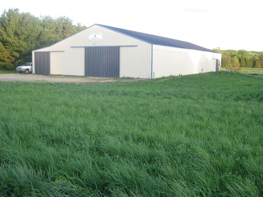 Blue Haven Stables. 120 x 60 indoor arena. Large box stalls  Boarding available for traveling horses.. Heated stable area