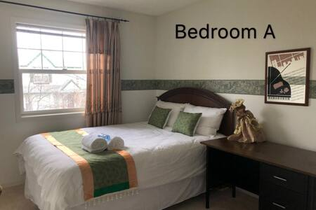 Sunny bedroom with private bathroom for rent!
