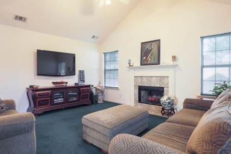 Beautifully furnished house near Savannah Airport - Pooler