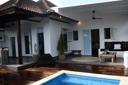 New private 2 bedroom villa with pool