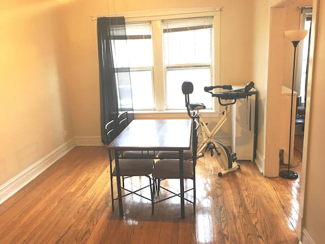 1 br apartment, all for yourself, by the Blue Line - Chicago - Appartement