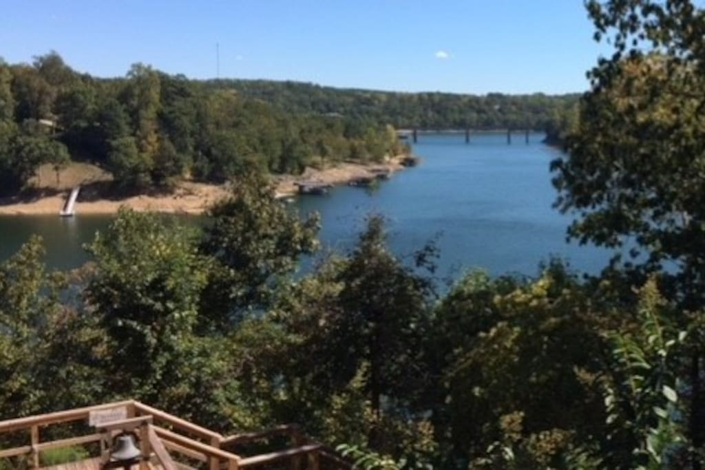 Great 240 degree views of Smith Lake