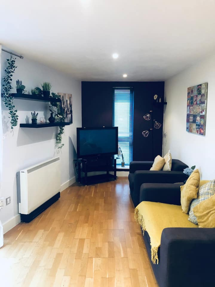 2 Bed apartment with free parking