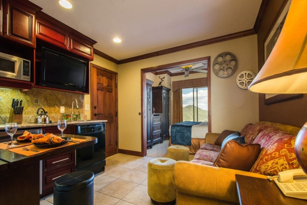 This bright and sparkling condo, for up to 4 guests, is steps away from Westgate's luxurious amenities & Canyons Resort - the largest resort in Utah.