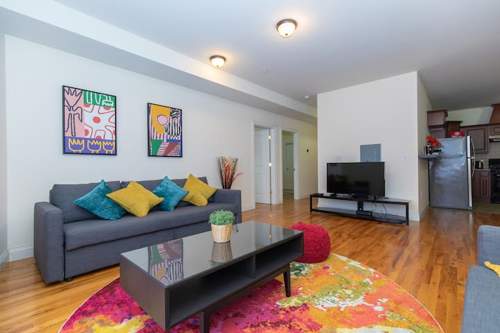 BEAUTIFUL 2BR APARTMENT 20 MIN FROM TIMES SQUARE!