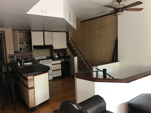 B-2 Queen Village Cozy Twin Bed and Balcony!