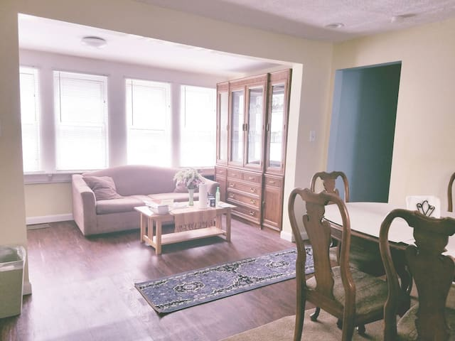 ★SPACIOUS★Only Single House in Lowell!