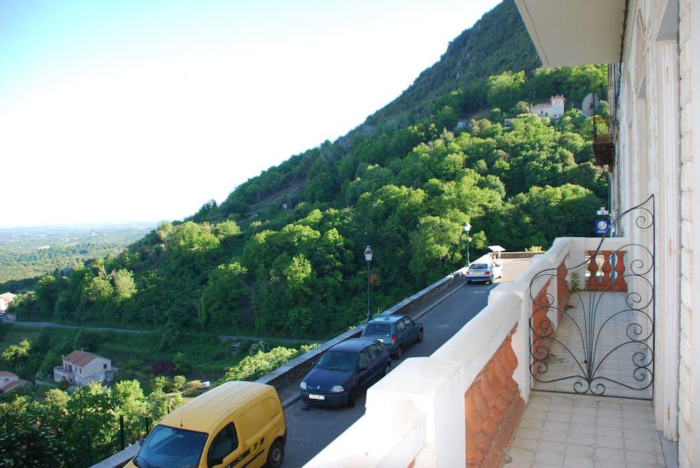 Le balcon sur la Traverse avec vue sur la montagne et la mer