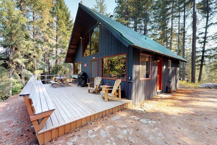 Dog-friendly cabin w/deck, wood stove, near Lake Wenatchee