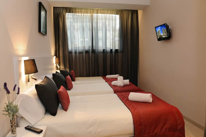 Three Bed Room with private bathroom in Sagrada Familia