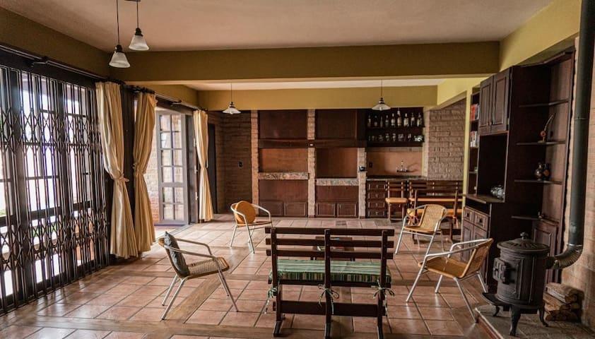 Casa luxuosa com piscina e 4 quartos em Goiânia