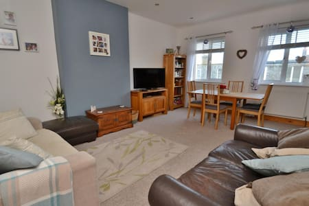 2 bed  town centre apartment, seconds from beach