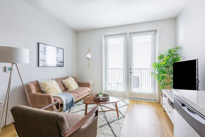 Attractive 1BR in Koreatown w/ Gym + Pets OK
