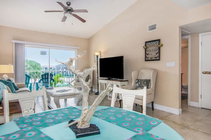 Peacock Condo - 0.5 mi to Beach