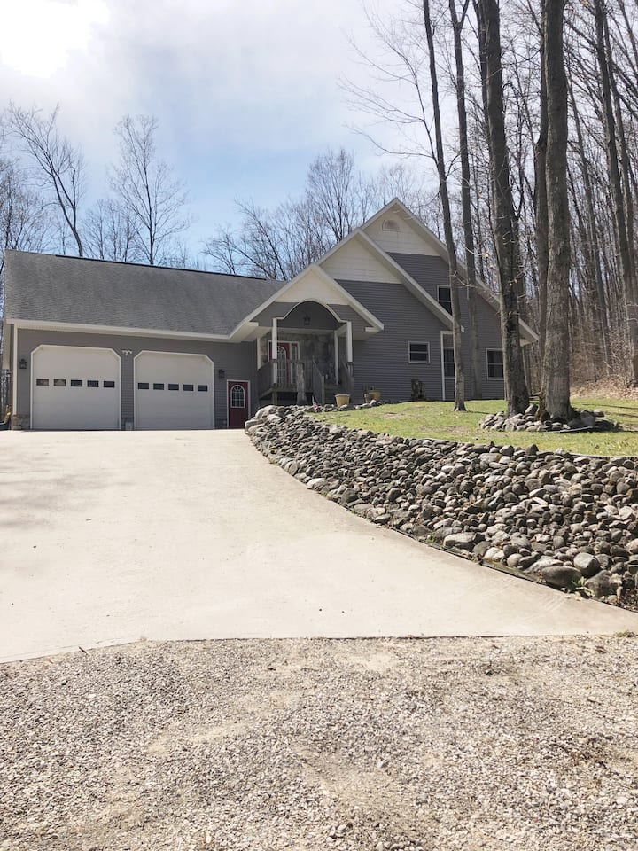 Private home in Bellaire, access to Glacial Hills