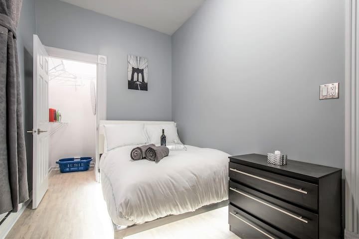 31+ Nights Only: Deluxe Pilsen Newly Remodeled 2BR