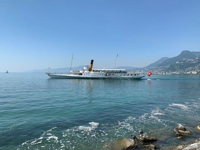 Chambre triple au bord du Lac Léman: Hotel du Quai