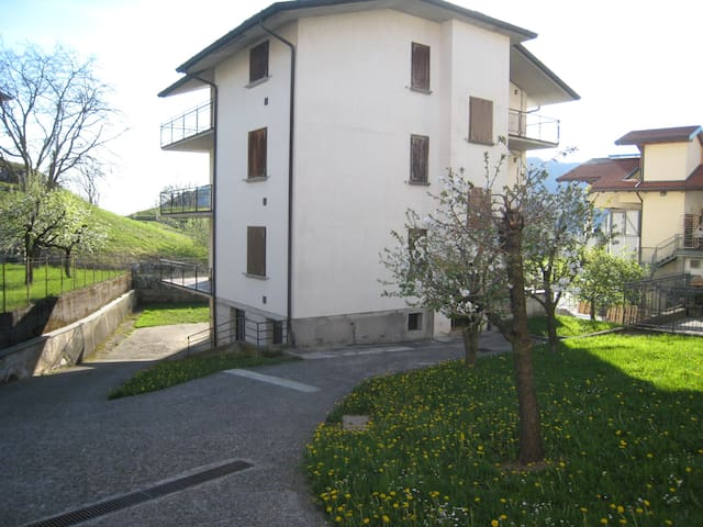 Modern and well located apartment in Bossico.