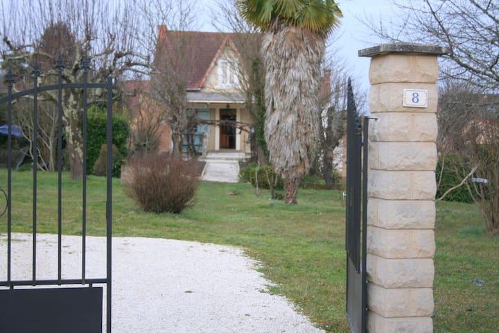 Maison de Vacances dans LE PERIGORD - Le Buisson-de-Cadouin - Dům