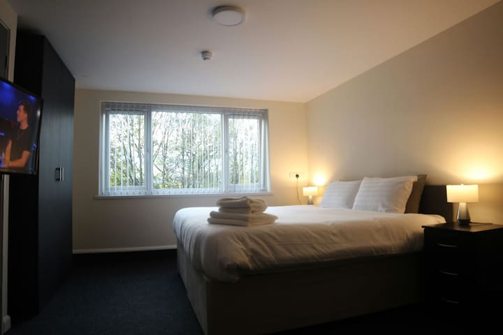 Double Suite @ Lymedale Suites - Newcastle-under-Lyme - Apartment