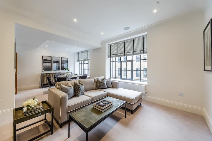 Luxury Two Bedroom Apartment by the River