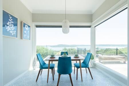 McCormick Mt Villa: Stylish Home with Lake Views