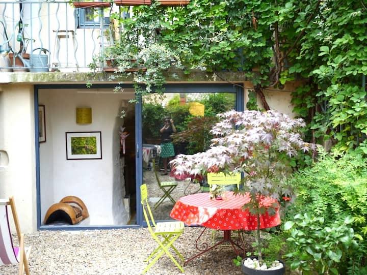 Joli studio sur cour privée dans village médiéval
