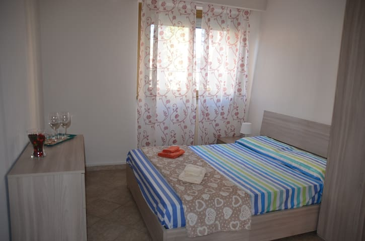 Room in a cozy and nice apartment. Fifth Room.