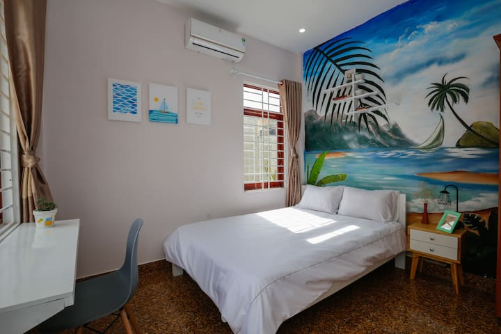 Tùng Homestay - Double Bed Room with Painting Wall