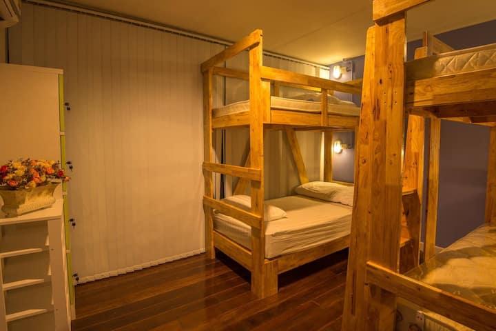 De Hostel and De last piece : Sleep and Cafe