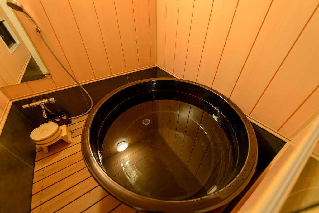 浴室(共有スペース)  Bathroom (Share space) 浴室 (共享空间)