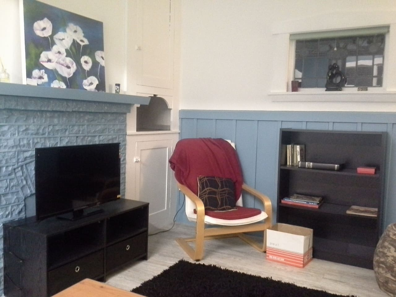 Warm open plan living with new batts, carpet and underlay through house and heat pump.