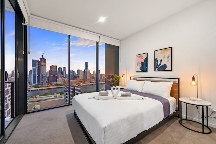 Million Dollar Views & Location! Walk to CBD!