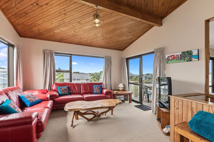 Spacious Family Bach by the Sea with Wi-Fi