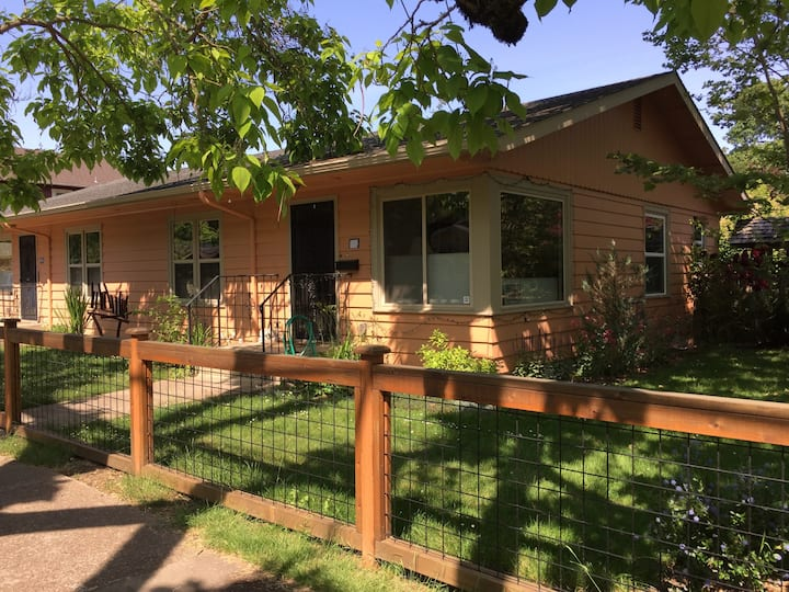 Eugene Duplex close to downtown and bus routes