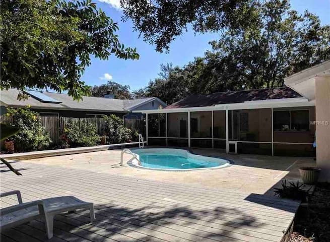Large modern private pool home 5 mins from beach