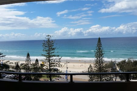 Beachfront Apartment 6, 8th Floor - Surfers Paradise - Apartment