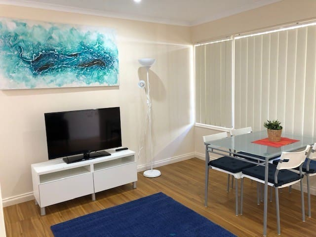 Modern Apartment Close to QEH+City+Beach+Airport