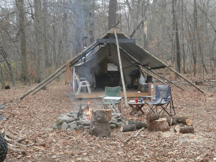 HOLIDAY CAMPING Professional outfitters camp