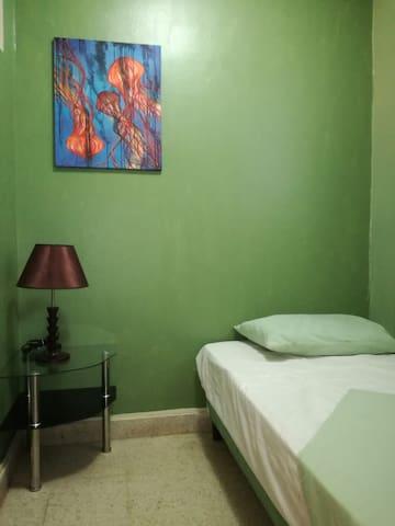 Single Room with Fan / Habitación Individual con Abanico