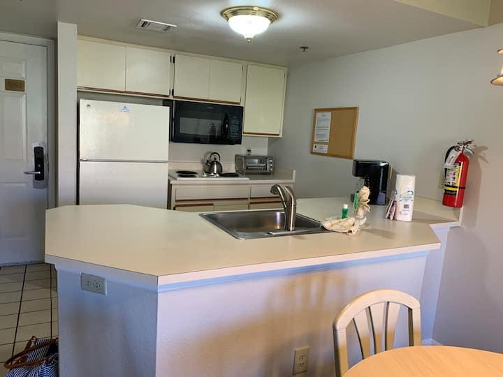 Entire Condominium - 1 Bed, 1 Bath, Full Kitchen