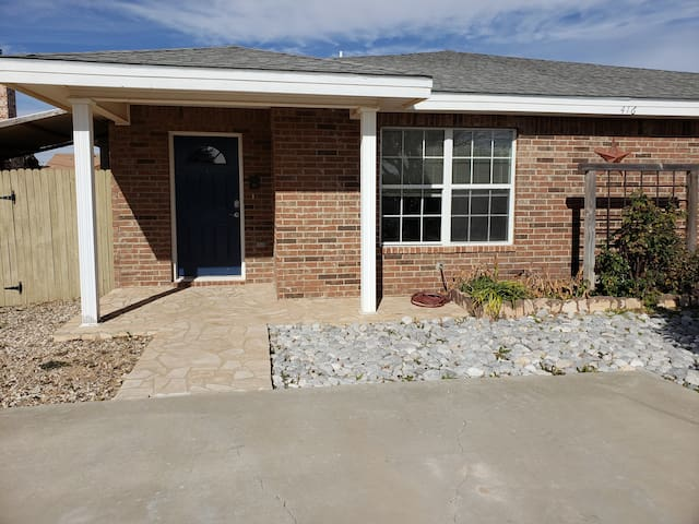 3 BR/2 Bath Duplex w/ Garage Convenient Location B