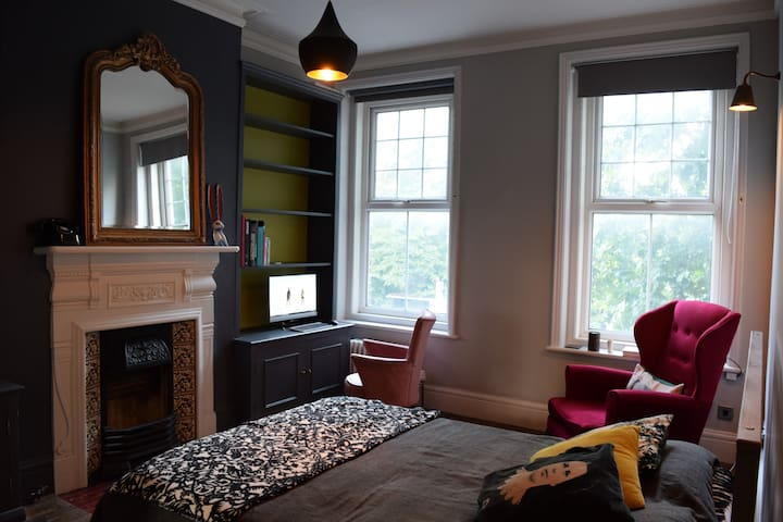 Charming double bedroom in the heart of Brixton