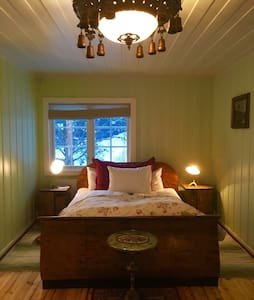 Old farm Private bedroom Midway Oslo- Bergen - Gol