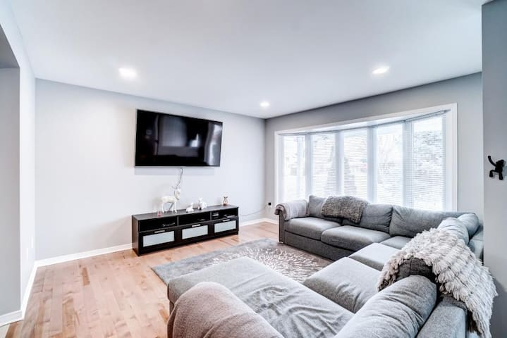 Modern & Spacious Home for 6 near downtown Ottawa